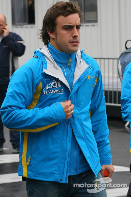 Fernando Alonso arrives at the circuit