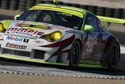 #31 Petersen/White Lightning Porsche 911 GT3 RSR: Jorg Bergmeister, Patrick Long