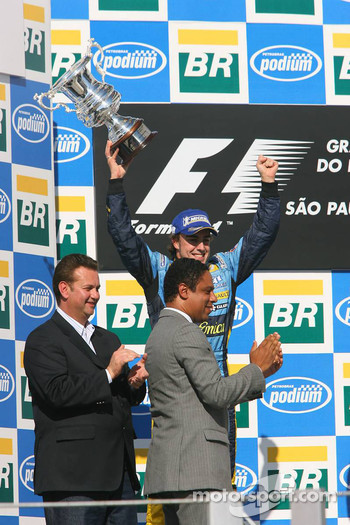 Podium: 2006 World Champion Fernando Alonso
