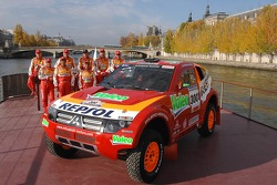 Team Repsol Mitsubishi Ralliart presentation in Paris: Nani Roma and Lucas Cruz Senra, Luc Alphand and Gilles Picard, Stéphane Peterhansel and Jean-Paul Cottret, Hiroshi Masuoka and Pascal Maimon with the new Mitsubishi Pajero / Montero Evolution MPR13