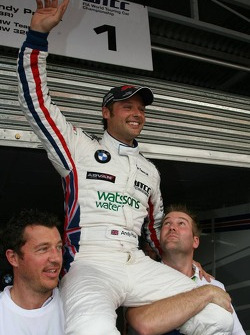 2006 WTCC champion Andy Priaulx celebrates with this team