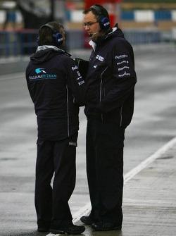 Williams F1 Team members in the pitlane