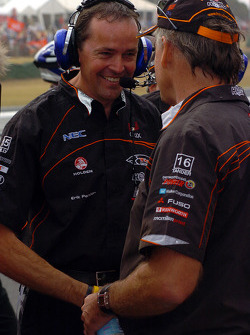 Rick Kelly's father congratulates his son's crew chief