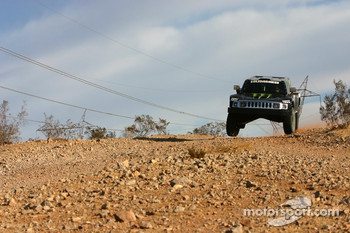 Team Gordon: Robby Gordon and Andy Grider test the Hummer H3