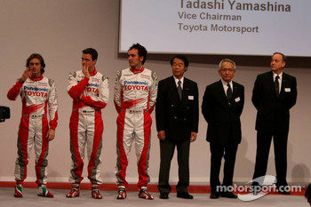 Ralf Schumacher, Jarno Trulli, Franck Montagny, Kazou Okamoto, Toyota Motor Corporation Executive Vice President, Tsutomu Tomita, Toyota Racing Chairman and Team Principal, John Howett, Toyota Racing, President TMG