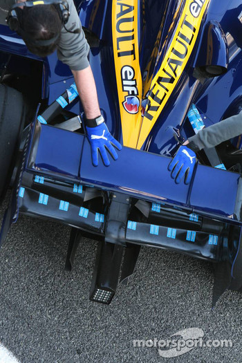 Renault F1 Team R27 rear wing detail