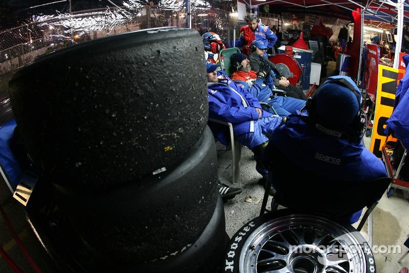 Brumos Porsche pit area