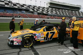 The DeWalt Ford on the qualifying line