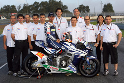 Team Gresini: Marco Melandri poses with Gresini team members