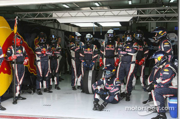 Red Bull Racing, mechanics wait for a pitstop