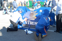 SunTrust Racing team makes sure its bodywork looks good