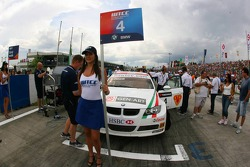 Alex Zanardi, BMW Team Italy-Spain, BMW 320si WTCC, Grid Girl