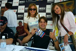 Augusto Farfus, BMW Team Germany, BMW 320si WTCC, autograph session