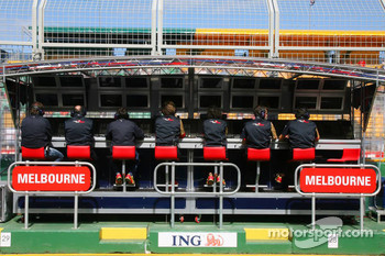 Scuderia Toro Rosso, Pit Gantry