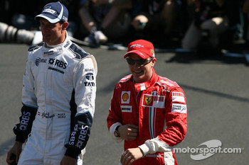 Alexander Wurz, Williams F1 Team and Kimi Raikkonen, Scuderia Ferrari
