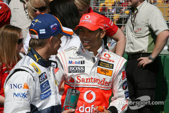 Heikki Kovalainen, Renault F1 Team and Lewis Hamilton, McLaren Mercedes