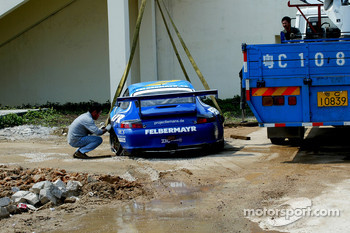 Race over for #69 Team Felbermayr-Proton Porsche 996 GT3 RSR: Gerold Ried, Marc Basseng