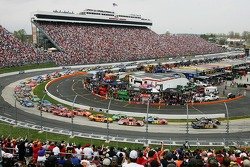 Start: Jamie McMurray and Denny Hamlin lead the field