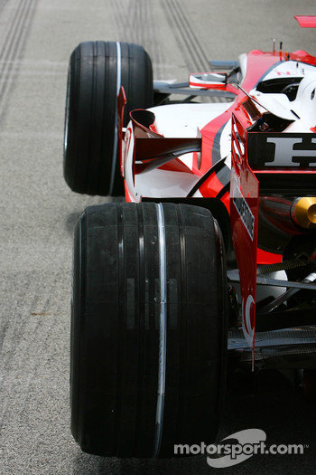 Super Aguri F1, SA07, Bridgestone Tyres with soft compound markings