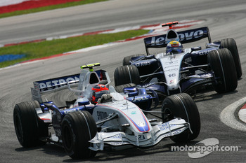Robert Kubica, BMW Sauber F1 Team, F1.07 leads Nico Rosberg, WilliamsF1 Team, FW29