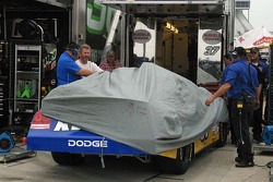 John Andretti's crew cover the car during a rain shower