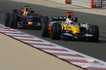 Giancarlo Fisichella, Renault F1 Team, R27 and Mark Webber, Red Bull Racing, RB3