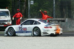 #95 James Watt Automotive Porsche 997 GT3 RSR: Paul Daniels, Dave Cox in trouble