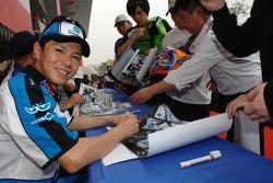 Autograph session: Shinya Nakano