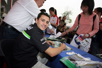 Autograph session: Randy de Puniet