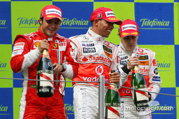 Podium: champagne for Felipe Massa, Lewis Hamilton and Fernando Alonso