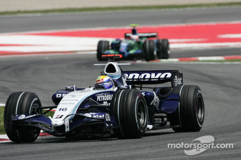 Nico Rosberg, WilliamsF1 Team, FW29 leads Rubens Barrichello, Honda Racing F1 Team, RA107