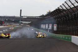 Sebastian Saavedra, Chip Ganassi Racing Chevrolet and Marco Andretti, Andretti Autosport Honda