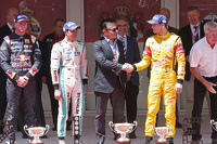 Podium: race winner Jazeman Jaafar, Fortec Motorsports, second place Dean Stoneman, DAMS, third place Tom Dillmann, Carlin