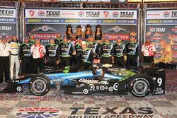 Race winner Scott Dixon, Chip Ganassi Racing Chevrolet