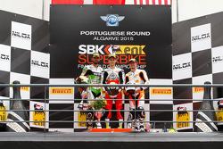 Supersport : Le deuxième Kenan Sofuoglu, Kawasaki Puccetti Racing, le vainqueur Jules Cluzel, MV Agusta Reparto Corse, et le troisième PJ Jacobsen, CORE Motorsport Thailand