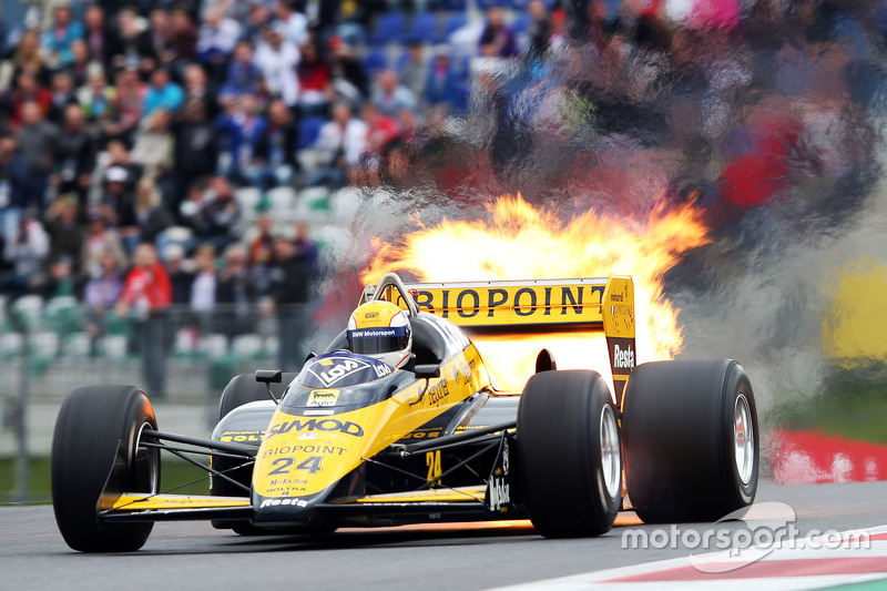 Pierluigi Martini, in the Minardi M186-01 at the Legends Parade suffers a fire