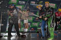 Podium: Race winner Mark Winterbottom, Prodrive Racing Australia Ford and second place David Reynolds, Rod Nash Racing Ford