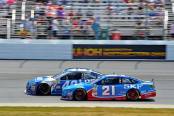 Jimmie Johnson, Hendrick Motorsports Chevrolet and Ryan Blaney, Woods Brothers Racing Ford