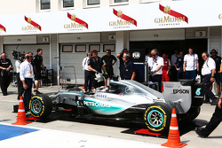 Lewis Hamilton, Mercedes AMG F1 W06 is pushed onto the weighbridge in the pits