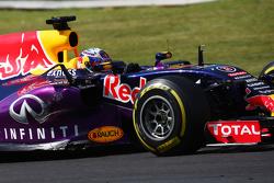 Daniel Ricciardo, Red Bull Racing RB11 met schade
