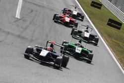 Mitchell Gilbert, Carlin leads Alex Fontana, Status Grand Prix