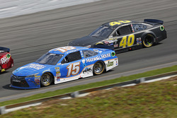 Clint Bowyer, Michael Waltrip Racing Toyota and Landon Cassill, Hillman Circle Sport LLC Chevrolet