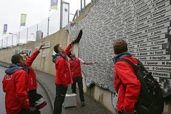 Andre Lotterer, Benoit Tréluyer, Marcel Fassler, Lucas di Grassi, Oliver Jarvis, Audi Sport Team Joest check out the wall of legends