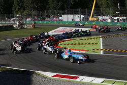 Matheo Tuscher, Jenzer Motorsport leads Jimmy Eriksson, Koiranen GP and Alex Palou, Campos Racing