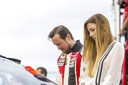 Kurt Busch, Stewart-Haas Racing Chevrolet with fiance Ashley Van Metre