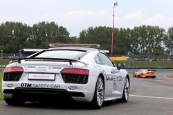 Audi R8 safety car