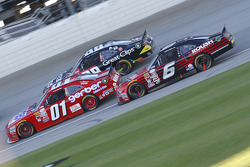 Darrell Wallace Jr., Roush Fenway Racing Ford and Landon Cassill, JD Motorsports Chevrolet and Kasey Kahne, JR Motorsports Chevrolet