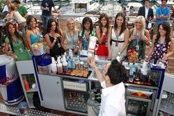 Formula Unas girls: Paola Ramirez, Adriana Arevalo, Mina Zakipour, Katja Semenova, Estefania Bajarano, Tahnee Frijters, Heloise Bien, Rebecca Blomgren and Daniel Gracia