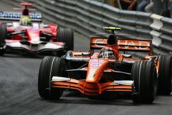 Christijan Albers, Spyker F1 Team, F8-VII and Ralf Schumacher, Toyota Racing, TF107