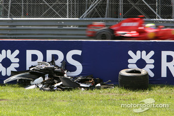 Felipe Massa, Scuderia Ferrari, F2007, passes the wreckage of Robert Kubica, BMW Sauber F1 Team, F1.07, crash